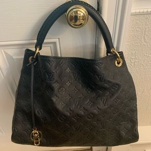Louis Vuitton Leather Artsy bag